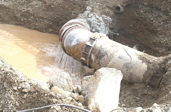 آب تلف شده در شبکه های آبرسانی شهری